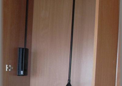 Armoire dressing avec une penderie fixe et un lift à habits