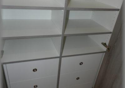Armoire dressing, détail des tiroirs intérieurs