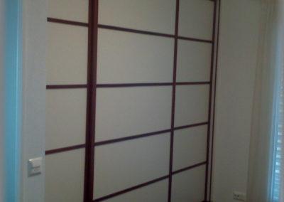 Armoire portes coulissantes avec baguettes décoratives