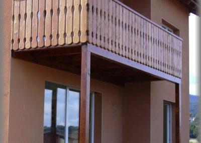 Fabrication d'un balcon en épicéa lasuré