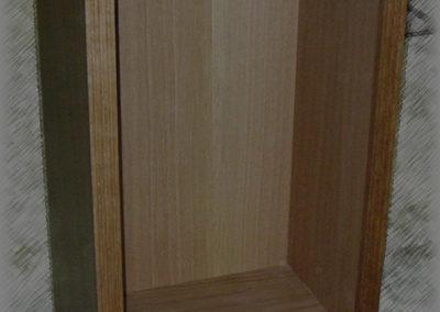 Petite caisse pour ranger le bois de cheminée en chêne verni