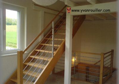 Escalier en hêtre, barrière en inox