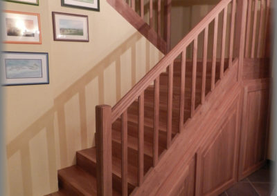 Doublage escalier béton avec lames de parquet en chêne