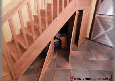 Fabrication de portes en chêne sous l'escalier