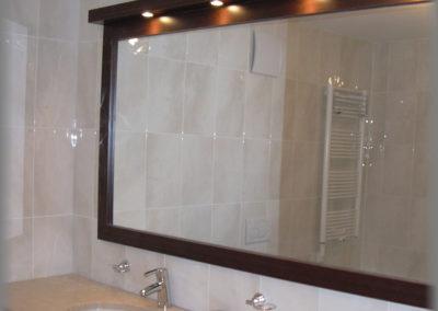 Cadre de miroir avec rampe de spots en mélaminé