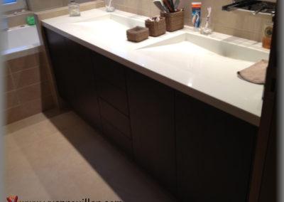 Meuble de salle de bain en mélaminé
