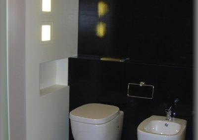 Paroi avec niche lumineuse en mdf laqué blanc mat