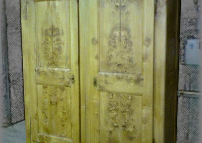 Rénovation d'une armoire en ormeau, finition cirée