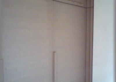 Armoire en sapin brossé peint en gris