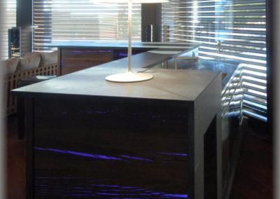 Bar en lames de chêne fendues avec éclairage en  LED