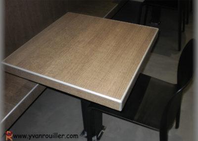 Fabrication d'une table en panneaux stratifiés