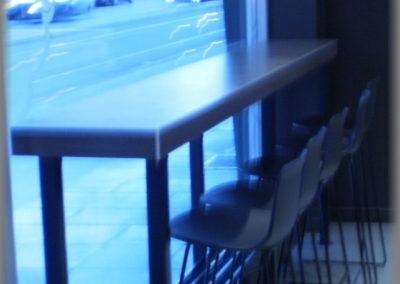 Fabrication table bar en panneaux stratifiés